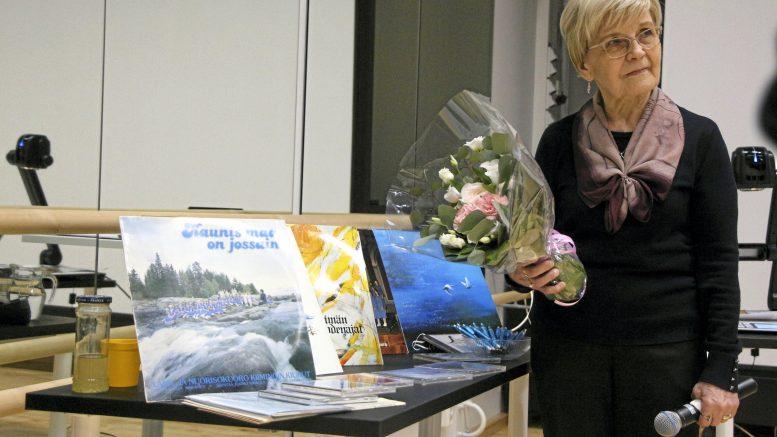 Esiintymisen ja kilpalumatkojen lisäksi Kiimingin kiurut julkaisi vuosien varrella useita tasokkaita äänilevyjä. Liisa Räisänen toteaa, että ilman vanhempien ja kuoronjohdon saumatonta yhteistyötä ei kiiminkiläiskuoro oli saavutuksiinsa pystynyt.