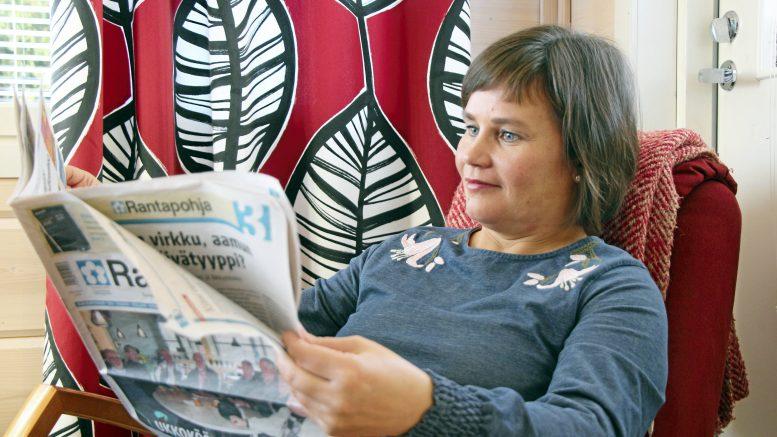 Oulun kaupunginhallituksen vastavalittu puheenjohtaja Mirja Vehkaperä sai maistaa rennompaa kotielämää reilut puoli vuotta, kun paikka Europarlamenttiin jäi saavuttamatta. Tuona aikana hän luottamustehtävien hoitamisen ohella nautti ajasta perheen ja ystävien parissa, luki paljon ja antoi aikaa liikunnalle. Nyt Vehkaperä on valmis niihin isoihin haasteisiin, joita Oulun kaupunki hänelle tarjoaa.