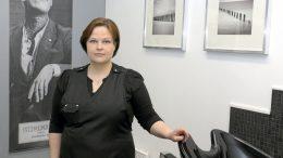 Tanja Hiivala on avannut Parturi Iijon Iin Kirkkotielle.