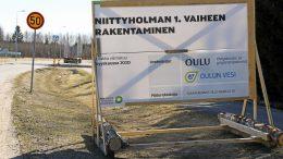 Niittyholman asuinalue tulee Haukiputaan keskuksesta Santaholman suuntaan Länsikehän varteen. Alue rajoittuu toisessa päässä Annalankankaalle.