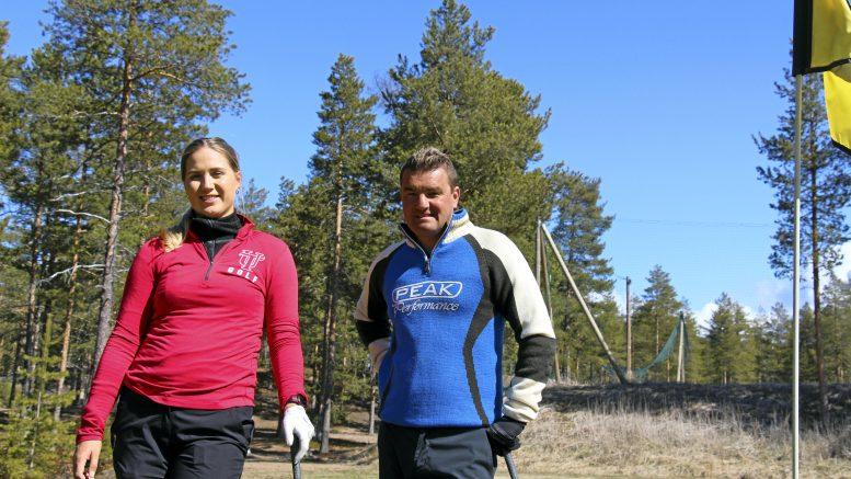 Ammattilaisuralle tähtäävä Kiira Riihijärvi harjoittelee ainakin kesän kotikentällä Virpiniemessä Tommi Linnan valmennuksessa.