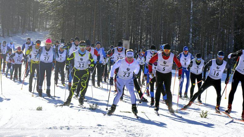 Hikihiihdon lähdössä oli säpinää Pylkönaholla. Pisimmän 22,5 kilometrin kiersivät lopulta nopeimmin Jukka Hinttala (numero 16), Eero Juola (nro 8) ja Mika Tohmola (nro 2), Jouko Lehtola (nro 23) ja Heikki Alamäki (nro 22).
