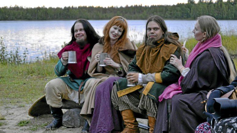 Muinaistulien yön iltaa vuonna 2017. Vas. Kaukomieli (Tero Säkkinen), Tuulenmaan neito (Niina Heikura), Tuulilukko (joni Karjalainen) ja Tietäjätär (Sirpa Niinimäki). Kuva Sami Viljanmaa.