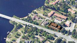 Havainnekuva ilmasta. Rantapohjan tontin mahdolliset uudet rakennukset näkyvät ruskeakattoisina. KUVA: ARKKITEHTITOIMISTO KAIKKONEN OY