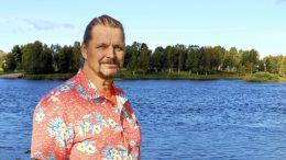 """Markku Koskela asuu Iijoen varrella Iin Haminassa, joten hänen sävelsarjansa sai nimekseen """"Sävelkuvia Iijoen rannalta""""."""