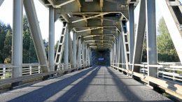 Iijoen ylittävä rautasilta on yksi Iin alueen haasteellisimpia tienkohtia.