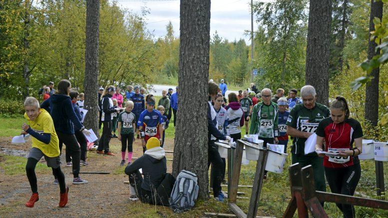 Ylikiimingin Nuijamiesten järjestämä avoin sprinttisuunnistuksen aluemestaruuskilpailu keräsi Ylikiiminkiin runsaasti suunnistajia. Haukiputaan Heiton Suvi Päkkilä (D20-sarja), SK Pohjantähden Mikko Lukkarinen (H70) ja Ylikiimingin Nuijamiesten Arttu Kummala (H12) lähtivät vauhdikkaasti sprinttiradoilleen.