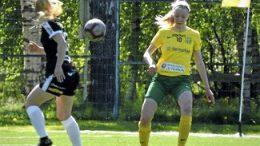 Kuvassa lauantain maalintekijä Anni Kairamo (oik.). Kuva: Anssi Väisänen