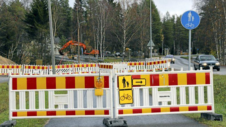 Värjäntien vesihuoltotyöt valmistuvat tänä syksynä ja Jokelantien varren pyörätie avataan kevyen liikenteen käyttöön loka-marraskuussa.