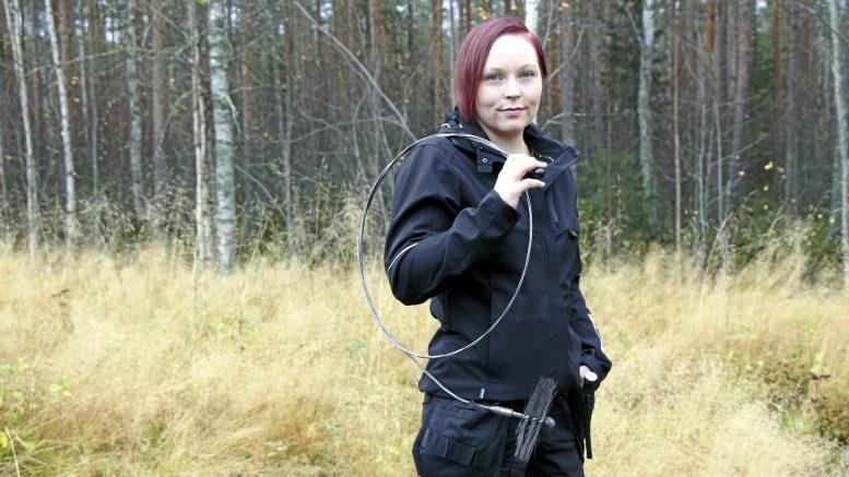 Nuohooja Hanna Tolonen sanoo, että ylikiiminkiläiset tuntuvat arvostavan paikallista yrittäjyyttä. (Kuva Teea Tunturi)