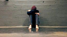Monet nuoret kohtaavat elämässään ongelmia, joihin on hyvä saada apua. Kuvan lähde: askelterveyteen.com