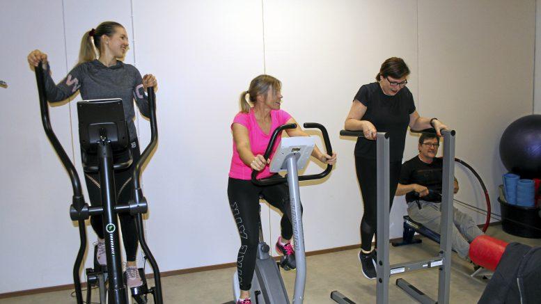 Essi ja Sirpa Kaakkuriniemi, Sari Hirvaskoski sekä Jouko Herva ovat motivoituneet pitämään yllä työkykyään.