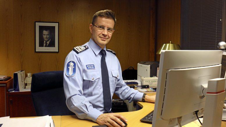 Oikeustieteen maisteri Mika Heinilä on toiminut Oulun poliisilaitoksen poliisipäällikkönä elokuusta lähtien. Hänen edellinen työpaikkansa oli poliisihallituksessa poliisiylitarkastajana.