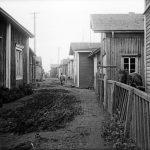Näkymä Iin Haminan Takakadulta vuonna 1913. Kuva: Samuli Paulaharju, Museovirasto.