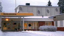 Jokirannan palvelukeskus sijaitsee Yli-Iissä Iijoen törmällä. Nyt hankesuunnitelma ehdottaa sen siirtämistä koulun läheisyyteen mahdollisesti rakentuvaan uuteen monitoimitaloon. (Arkisto: Teea Tunturi)