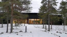 Merenrantaleirikeskus Loisto rakennettiin vanhan Isoniemen leirikeskuksen paikalle meren rantaan. Kuvat: Tero Takalo.