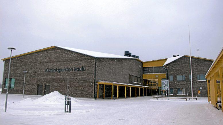 Noin 600 oppilaan Kiiminkipuiston koulu sijaitsee Kiimingin urheilukeskuksen alueella lukion ja Syke-talon läheisyydessä. (Kuva: Teea Tunturi)