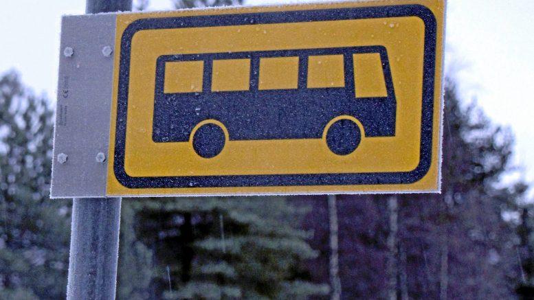 Iin kunnanvaltuusto hyväksyi vastauksia viime vuonna tehtyihin valtuustoaloitteisiin, joista yksi koski mahdollisuutta ottaa maksavia matkustajia koulukuljetuksiin.