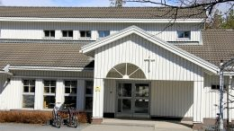 Martinniemen seurakuntakoti sijiatsee Repolantien varrella. Seurakuntayhtymä on lupumassa rakennuksesta, kuten myös Kellon seurakuntakodista. Toiminta siirtyy alueilla vuokratiloihin.