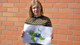 Ylikiimingin koulun Kestu-maskottikisan voitti Jenna Holmi kilpikonnatyöllään. (Kuva: Pirjo Holappa)