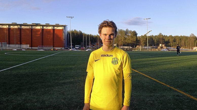 HauPan Ilmari Vallström oli tyytyväinen omaan peliesitykseensä ja aloittikin maalien teon miesten joukkueessa hattutempulla.