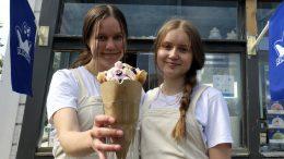 17-vuotiaalle Oona Mäkelälle ja 16-vuotiaalle Liinu Lehtolalle yrittäjän vapaus ja vastuu ovat jo tuttuja asioita. Kuplavohveli on heidän yrityksensä suosituin tuote.