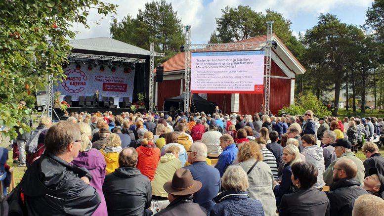 Iissä järjestetty ilmastofestivaali IlmastoAreena järjestettiin ensimmäisen kerran vuonna 2019, jolloin se keräsi kahdessa päivässä yli 6500 kävijää. Tänä kesänä ilmastofestivaalia vietetään jälleen Iin Huilingin pihapiirissä. Kuva: ilmastoAreena.