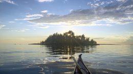 Maakisessa Martinniemessä on luvassa jälleen kulttuuria taustalla rannaton horisontti ja nyt myös melontaa Kiiminkijoella. Kuva: Jukka Takalo.