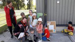 Lapset kiersivät luontopolun ihanassa kesäsäässä yhdessä Kiimingin seurakunnan lastenohjaajien Mervin ja Kaijan kanssa. Lisää kuvia polun varrelta voi käydä katsomassa Rantapohjan nettisivuilta. (Kuvat: Kiimingin seurakunta)