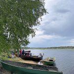 Kajakkiorkesteri asettui veneisiin virittelemään soittimiaan valmiiksi matkaa varten.
