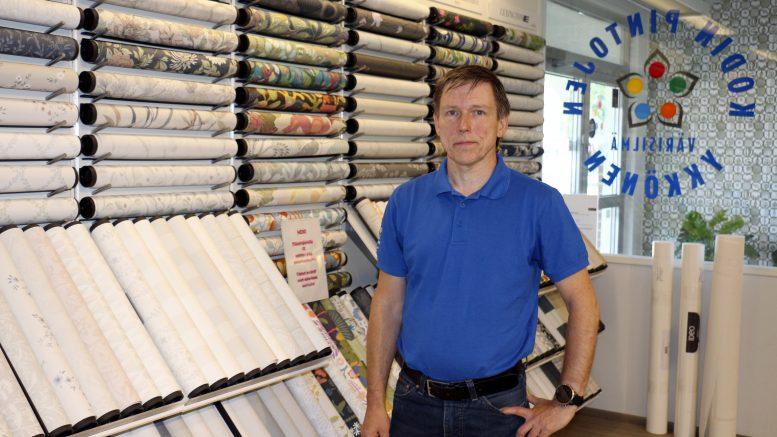Värisilmä Haukiputaan kauppias Pasi Jämsä kertoo, että yrityksen virallinen 40-vuotispäivä on perjantaina 16.7.