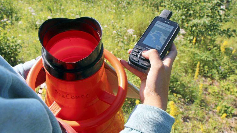 GPS:n avulla maastoa pystyy hahmottamaan paremmin. Siihen merkataan myös kartoituspisteet.