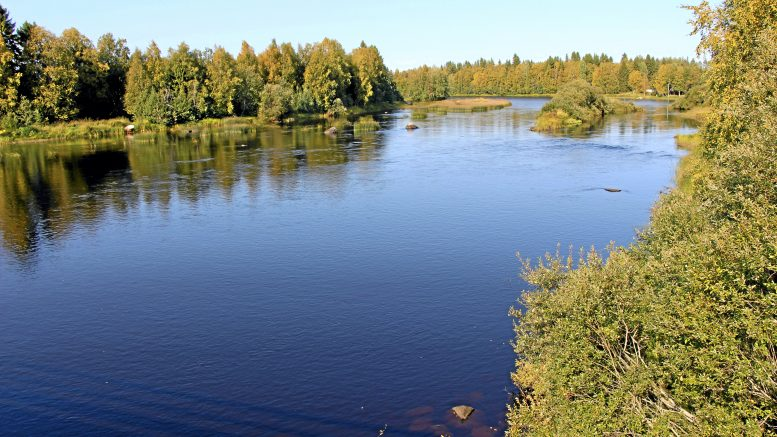 Malminetsimistä ja mahdollista kaivostoimintaa vastustavat henkilöt ovat huolissaan toimien vaikutuksesta Kiiminkijokeen. Arkistokuva on Jokikylästä.