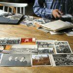 Kuvia löytyy pitkältäkin aikaväliltä. Latvalehto valikoi kuvia, joista näkyy kylähistoriikkiin liittyvien materiaalien vaihtelevuus.