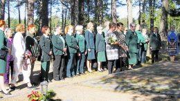 25-vuotisjuhla aloitettiin Iin Kruununsaaresta Fanni Luukkosen haudalta. Monet juhlan osanottajista edustivat satavuotiaan ikään ehtineen Sotilaskotiliiton paikallisyhdistyksiä Oulusta ja Kajaanista.