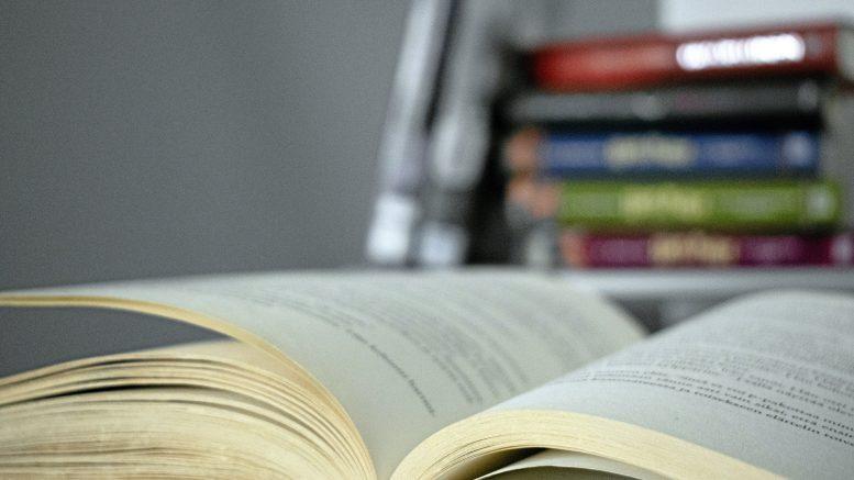 Ajanvietteen lisäksi monet kirjat sivistävät ja antavat puheenaiheita.