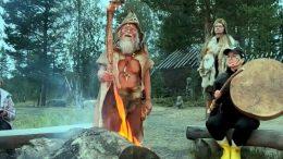 Muinaistulien yö järjestettiin Yli-Iin Kirikin kivikautisessa kylässä viime lauantain ja sunnuntain välisenä yönä. (Kuva: Juhana Pikkarainen)