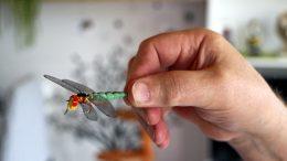 Sudenkorentoperhot ovat hyviä hauen kalastamiseen. Isompien perhojen rakentamisessa menee Karhulla noin tunti.