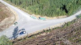 Pahkakosken tuulivoimahankeen tien ja sen läheisyyteen tulevan tuulivoimalan pystystyskentän maanrakennustyöt ovat käynnissä. Urakoitsijana on Maanrakennus Kamara Oy. (Kuva: Enercon)