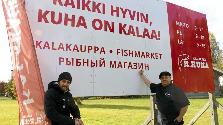 Jussi-Pekka Kuha ja Janne Pekkala kertovat, että viimevuotisten syyskalaasien tapaan Kalaliike H. Kuhan pihamaalla on lauantaina tarjolla markkinatunnelmaa.