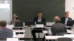Iin kunnanvaltuusto piti kauden toisen kokouksensa maanantaina. Kuvassa kunnan vt. hallintojohtajana vuoden loppuun saakka toimiva Anu Kosonen, valtuuston puheenjohtaja Johannes Tuomela sekä kunnanjohtaja Ari Alatossava.