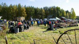 Alavuoton perinnepäivien kävijöitä helli aurinkoinen ja lämmin sää.