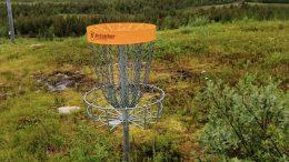 Yli-Iihin kaivataan uutta frisbeegolfrataa, sillä nykyiset kaksi koria eivät riitä harrastajamäärän kasvaessa. Arkistokuva: Tuomo Ojala