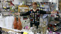 Innostus luontaistuotealaan innosti Sirpa Hietalan perustamaan oman putiikin 15 vuotta sitten Haukiputaalle. Tuotevalikoima on laaajentunut lahjatavaroihin, vaatteisiin ja asusteisiin.
