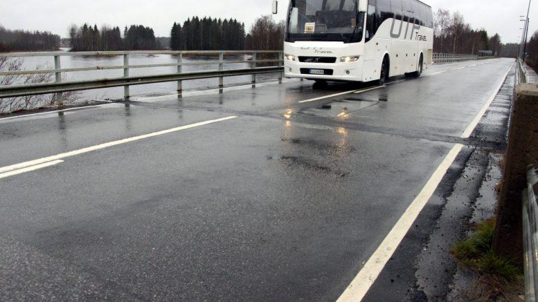 Jokikylän silta puretaan ja rakennetaan tilalle uusi. Sillan isoimmat ongelmat ovat vauriot sillassa, kantavuuspuutteet ja kevyen liikenteen huonot olosuhteet. Uuteen siltaan rakennetaan korotettu jalankulku- ja pyöräilyväylä.