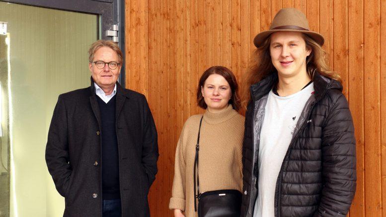 Keskon Pohjois-Suomen aluejohtaja Jari Saarinen ja K-Market Pateniemenrannan kauppiaat Sara ja Samuel Satomaa kertovat, että tavoitteena on avata kauppa joulukuun alussa.