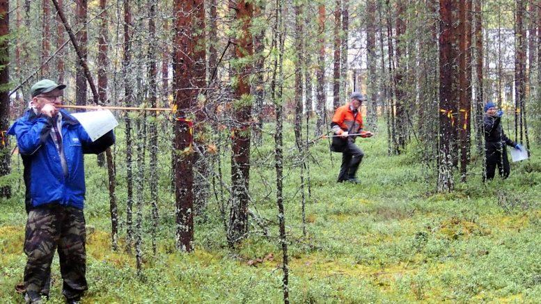 Ainoa metsätaitokilpailuissa hyväksytty mittauslaite on relaskooppi, ja siitä onkin apua varsin monessa tehtävässä.